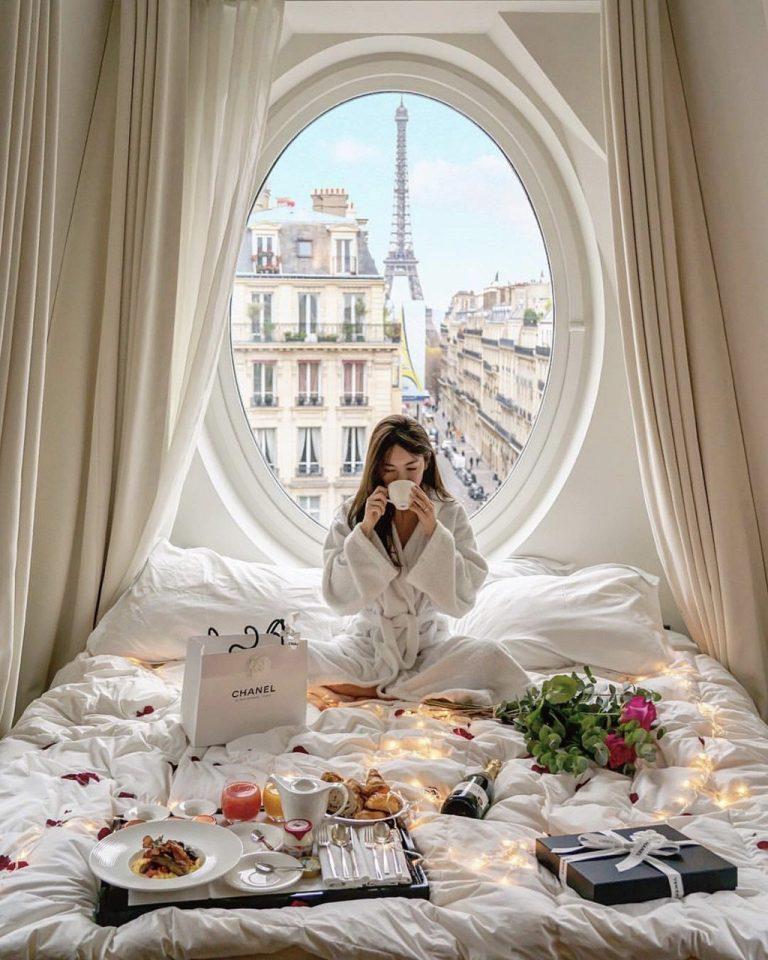 Khách sạn có ô cửa sang chảnh, nhìn thẳng tháp Eiffel