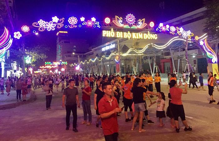 tuyến phố đi bộ và chợ ẩm thực