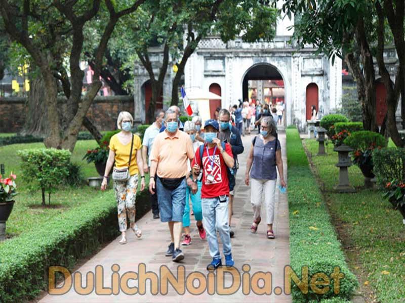 khách du lịch đến tham Việt Nam sụt giảm rõ rệt do dịch COVID-19