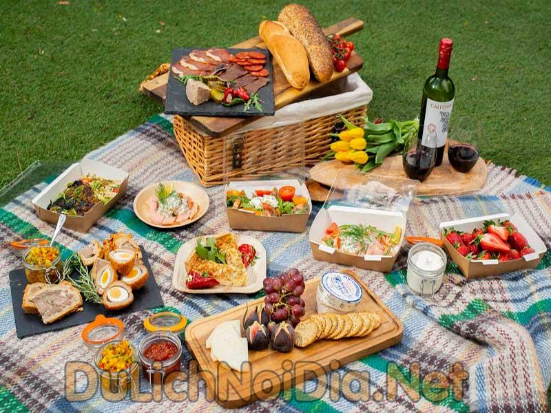 nên đem theo đồ ăn thức uống khi đi cắm trại